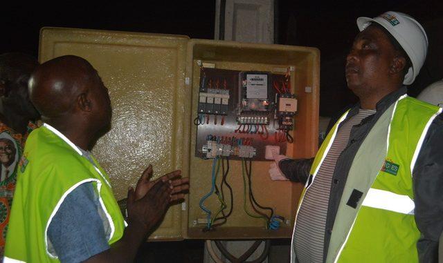 ATTRAME (SP Goumeré) - Le Ministre Adjoumani met le village sous-tension électrique sous le regard du Président du Conseil Régional
