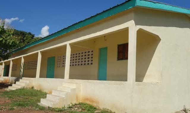 SANDEGUE - 3 Salles de classe + Bureau au Lycée Municipal 1
