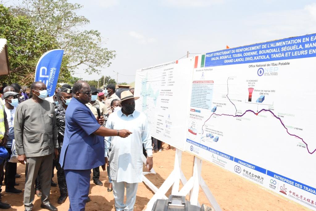 Le Ministre de l'Hydraulique Laurent Tchagba présente les travaux à faire pour donner de l'eau potable aux populations de Tanda